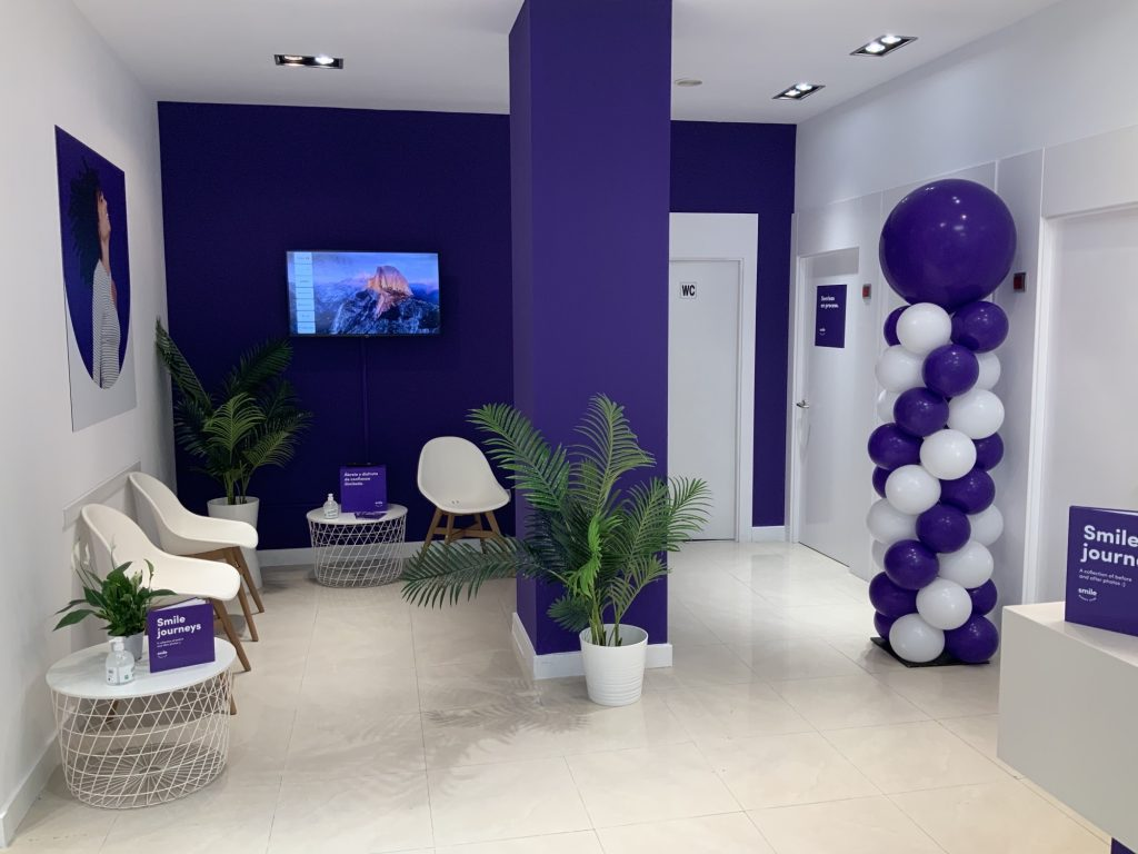 The customisation of a space for SmileDirectClub's pop-up stores